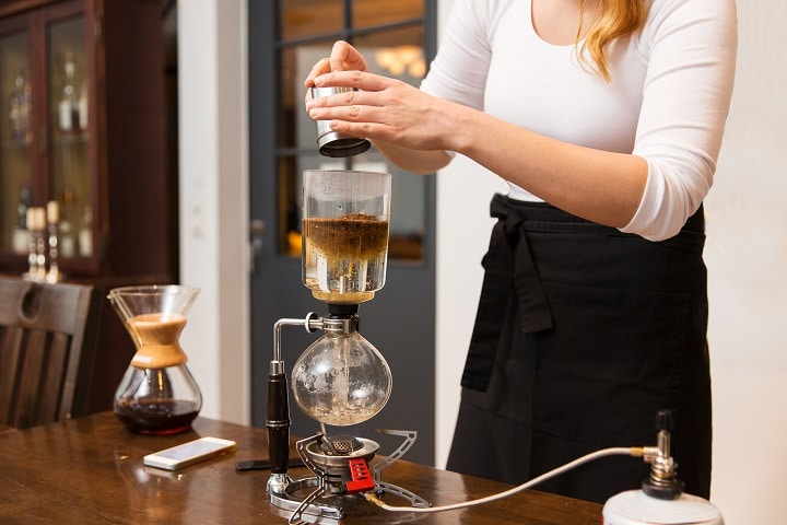 How to Use a Pour-Over Coffee Maker