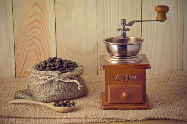 Best Manual Coffee Grinders to Boost Your Coffee's Taste