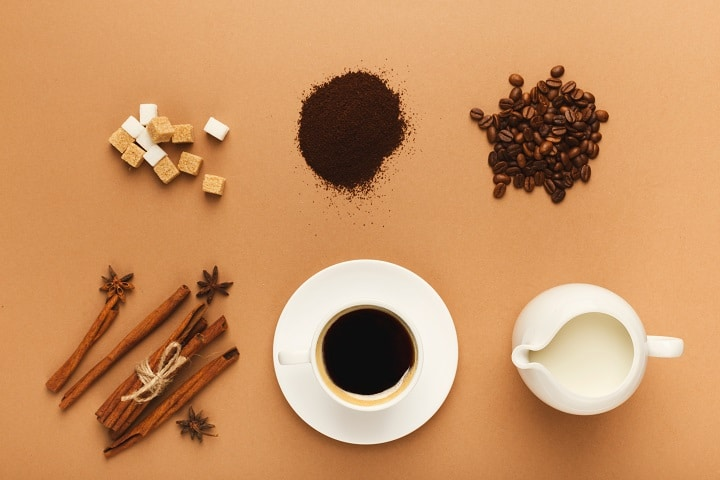 How to Make a Mocha Coffee With an Espresso Machine
