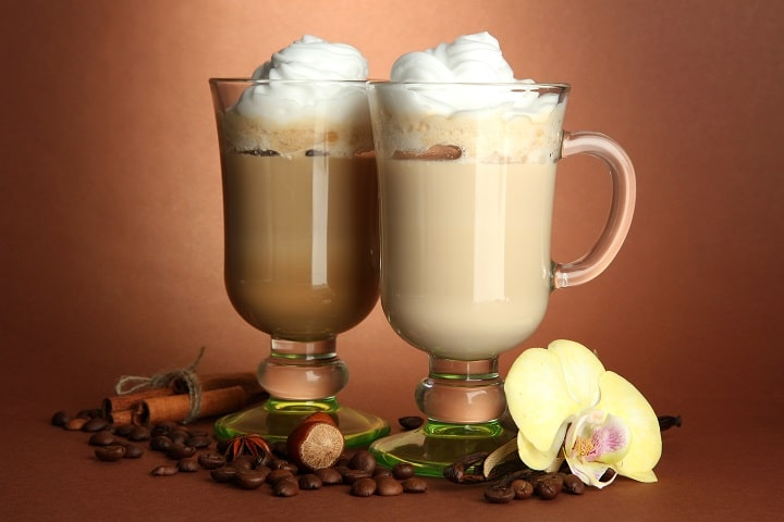 Macchiato vs Latte – Differences & Similarities to Know About